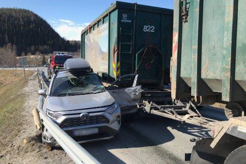 En trailer og en personbil var fredag formiddag involvert i en ulykke på Trofors.