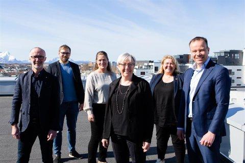 Fylkesrådet i Nordland bevilger inntil fem millioner kroner på en tiltakspakke for destinasjonsselskapene i fylket i 2021. Fra venstre: Svein Eggesvik (Sp), Bent-Joacim Bentzen (Sp), Linda Helen Haukland (KrF), Kirsti Saxi (SV), Elin Dahlseng Eide (Ap), Tomas Norvoll (Ap).