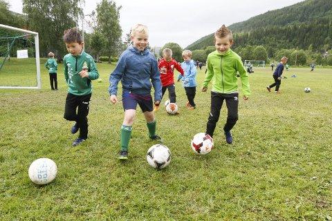 SNART: Mandag starter fotballskolen på Kippermoen. Påmeldingsfristen går ut onsdag kveld. Foto: Per Vikan