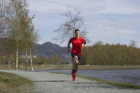 ALLSIDIG IDRETTSMANN: Sebastian Konrad Håkansson løper maraton og lange løp. Han er for tiden i Hattfjelldal, men representerer Svorkmo IL.