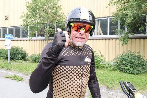 PASSERTE MOSJØEN: Øystein Dahl syklet Lindesnes-Nordkapp i et verdensrekordforsøk. Passerte Mosjøen lørdag midt på dagen, og han var i toppform og lå langt foran skjemaet.