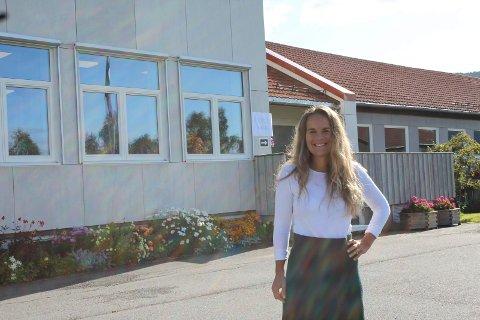 Ny leder: Gunhild Bergh er ny avdelingsleder ved naturbruk hos Mosjøen vgs. Her ute i sola første skoledag.