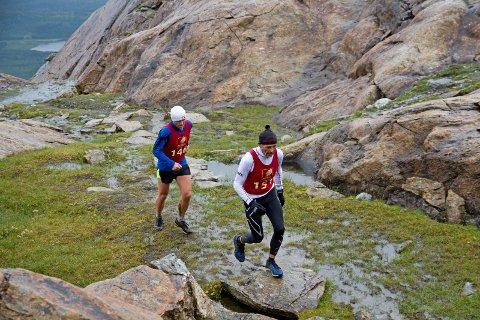 HATTEN OPP: Her er Tor Ivar Tverå og Jan Inge Helmersen på vei mot toppen i 2016.