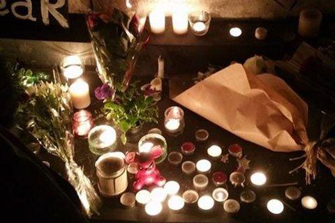 I SORG: Mens Paris er i dyp sorg, letes det etter svar.