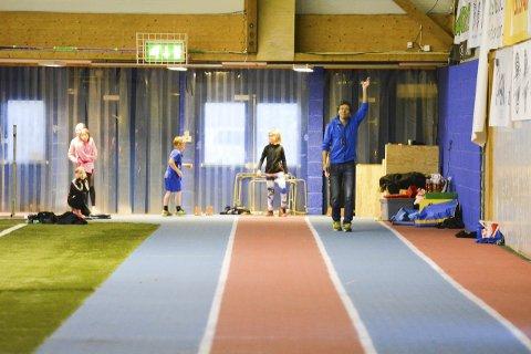 NY INNTEKT: Rolf Rantala opplyser at det koster 50 kr per drop-in sprinttime, som skal få opp farten på utøvere.