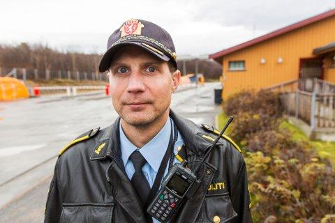 ETTERLYSER VITNER: Politioverbetjent Stein Kristian Hansen i Finnmark politidistrikt ber vitner om å melde seg. Det letes fortsatt for fullt etter den savnede Lahm fra Tana.
