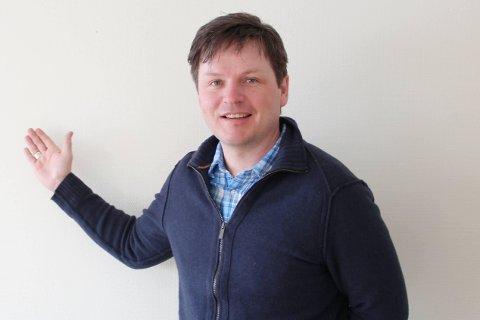 Viseadministrerende direktør Stein Mathisen i Varanger Kraft vil bygge elbil-ladere, men har foreløpig kommet kort.
