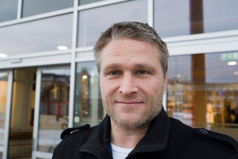 - DET HAR SKJEDD ÅPENBARE FEIL: FrPs Claus Jørstad har sammen med Trine Noodt (V) og Kurt Wikan (Sp) sendt inn krav om lovlighetskontroll etter Bruer-behandling i fylkesutvalget.