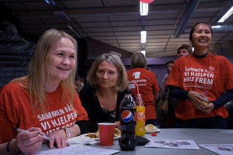 Fra venstre Ingunn Schistad, Mette Stefferud og Siriporn Sriprachai. Innsamlingskonsert og kafé på Ofelas Arena foran TV-aksjonen 2016, til inntekt for Røde Kors.