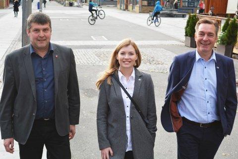 Bengt Rune Strifeldt (Frp), Marianne Haukland (H) og Frank Bakke-Jensen (H) presenterte budsjettet for pressen i Alta.