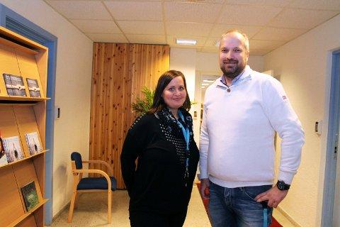 Veronica Sørensen tar imot rundt 180 rådgivningssamtaler i året, men har kapasitet til flere. Både hun og Ivar André Holm tror voldsofferkontoret kunne hjulpet enda flere med økt bemanning, fortalte de da dette bildet ble tatt i november 2015.