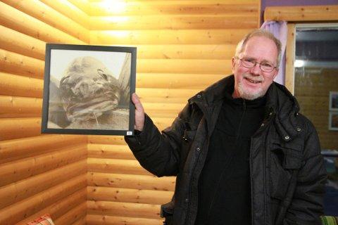 """TETT PÅ: Asbjørn Nilsens varemerke er at han går tett på det han fotograferer. Da torskebildene ble stilt ut, fikk han et komplement han fortsatt husker godt: """"Jeg liker de bildene dine, men vil ikke ha dem på veggen""""."""