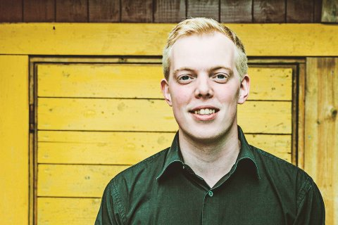 Fredrik Olsen fra Kråkesølv holder låtskriverkurs for ungdom
