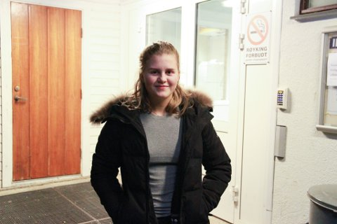 DYRT: Det året Otilie Næss fylte 16, ble det automatisk dyrere å besøke både svømmehall og kino. Nå ber hun politikerne ordne egne satser for ungdom.