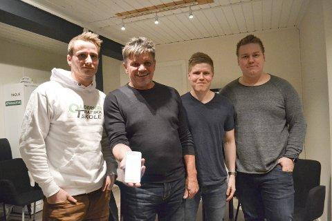 SAMARBEIDER LOKALT: : Sveis Ovesen (f.v.) og Bernt Oldernes er glade for at de kan bruke de lokale Vadsø-guttene Kristian Aslaksen og Henrik Hansen når de bygger opp sitt nye produkt. Alle foto: Kristina Bøland.