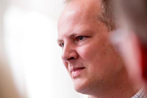 KRITISERES: Samferdselsminister Ketil Solvik-Olsen (Frp) får så hatten passer av lokalmedia i Tromsø.