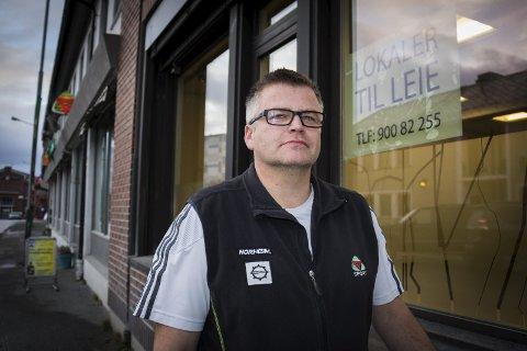 SYKKELHOTELL: Lars Randal åpner sykkelhotell i kjelleren hos Sportshjørne fra 1. oktober.