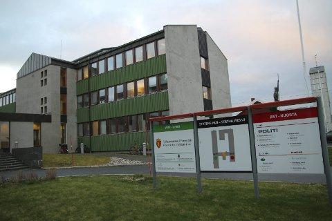 Mørke kontorer: Det er mange tomme kontorer i Skatt nord, men regiondirektør lover at kontoret ikke skal forsvinne fra Vadsø, til tross for færre ansatte. foto: Henriette Baumann sand