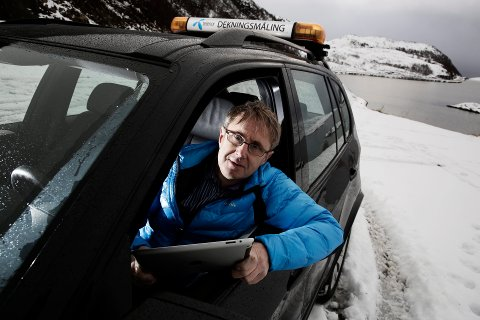 RETTER OPP: Bjørn Amundsen, dekningsdirektør i Telenor. sier at selskapet jobber på spreng for å rette opp feilen i sjøkabelen utenfor Hamningberg. Arkivbilde.