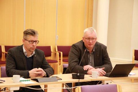 NYE PRISER: Konstituert samferdselssjef Jørgen Blix (til høyre) her sammen med Per Bjørn Holm-Varsi, som han vikarierer for. Blix skal følge opp høringsbrevet Holm-Varsi sendte ut før han tok permisjon.