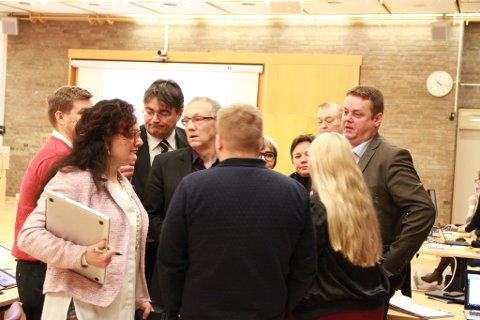 REFSER FYLKESPOLITIKERNE: Inger Elisabeth Nilsen gir Finnmark fylkesting det glatte lag, her representert ved Aps gruppe.