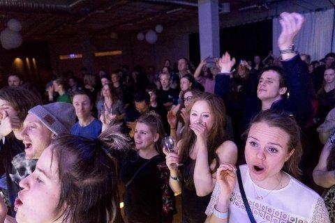Barents Spektakel 2016. Publikum under konserten med 1/2 Orchestra på Ofelas Arena.