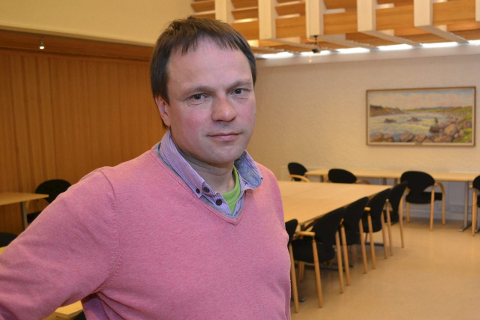 TRYGG PÅ AVGJØRELSEN: Ordfører Frank Martin Ingilæ (Ap) mener ikke det er uansvarlig å si nei til kommunesammenslåing før detaljene om blant annet økonomien er på plass.