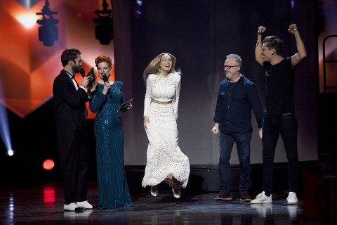 """Hoppende glad vinner av årets norske Melodi Grand Prix: Agnete Kristin Johnsen med låten """"Icebreaker"""". Foto: Torstein Bøe / NTB scanpix"""