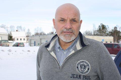 BLIR: Olav Gunnar Ballo er trygg på at han fortsetter som kommuneoverlege i Loppa kommune.