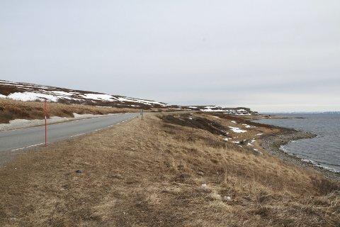 ØNSKER SYKKELVEI: Strekningen mellom Vadsø og Kiby er populær blant syklister. Nå vil politikerne intensivere kampen for å få en sykkevel langs europaveien.