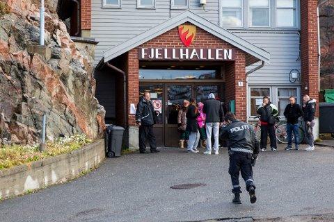 Fjellhallen i Kirkenes ble brukt som transittmottak fra slutten av september 2015, og ut året.
