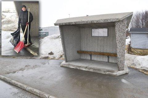 RYDDET UNNA SØPPEL: I og rundt busstoppet lå det mye søppel. Det gjør det ikke lenger. Slik så det ut søndag ettermiddag. Fotomontasje. Kenneth Strømsvåg / Privat