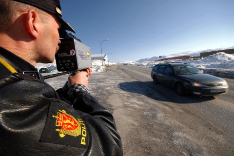 FART, RUS OG MOBIL: UP var ute på veien flere steder i Finnmark tirsdag 18. februar. De sjekket både fart, rus og mobilbruk denne dagen. Det ble gitt ut flere forenklet forelegg.