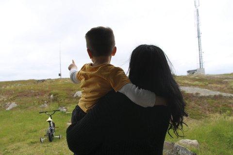 Forlate Norge: «Kate» har fått beskjed om å forlate Norge. Nå må hun bestemme seg om hun skal ta sønnen med seg. Hun er høygravid og nummer to kan komme snart. foto: Henriette baumann sand