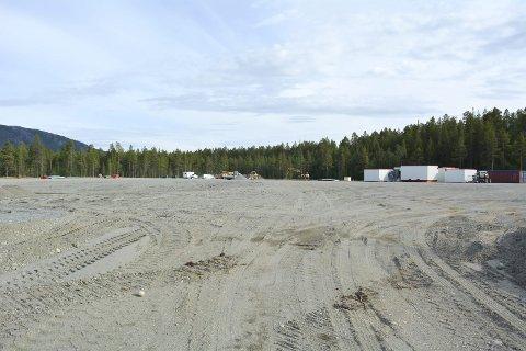 22 mål: Det er en stor åpning inne i skogen på Skillemo. Veidekke har brukt Anlegg Nord og K. S. K til å gjøre grunnarbeidet før de starter arbeidet med å bygge den nye asfaltfabrikken på det nye industriområdet som de har fått dispensasjon til å etablere seg på av før området er fullt regulert.