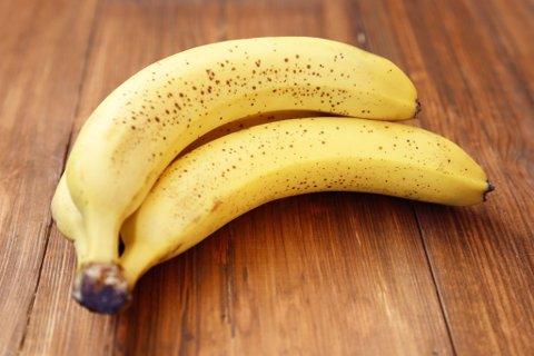 TA EN BANAN: Denne frukten er populær blant store og små. (Colourbox)