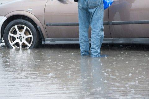 Regn med regn: Dette bildet er fra Lakselv i august 2015. Nå kan vi vente oss lignende tilstander.