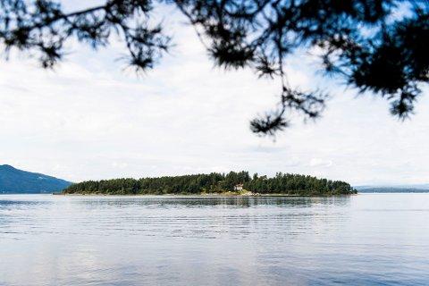 Utøya  20160722. Utøya sett fra landsiden før minnemarkeringen fredag ettermiddag, fem år etter terrorangrepene 22. juli 2011. POOL Foto: Jon Olav Nesvold / NTB scanpix