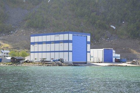 Verdiskapingen i norsk sjømatnæring skaper ringvirkninger hos bedrifter som leverer utstyr og tjenester til oppdrettsselskaper. Her illustrert med Frydenbø Øksfjord Slipp og Mek i Øksfjord.