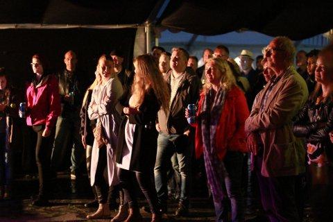 POPULÆRT: Konsertene i Finnmarkenteltet er ofte populære. Dette bildet er fra en konsert i fjor. I år skal unge band og artister få vise seg fram.