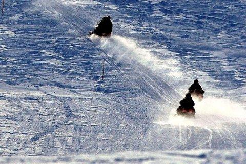 Klart flertall: Et klart flertall av Finnmarkinger ønsker at snøscooterløypene er lenger åpen.
