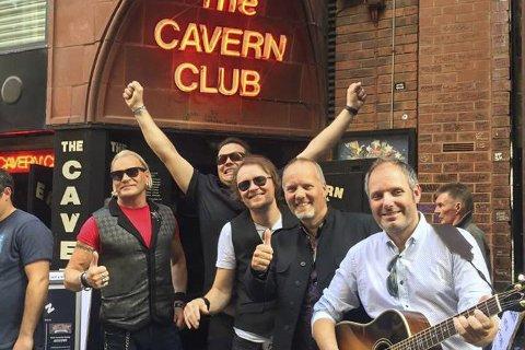 SPILTE PÅ «HJEMMEBANE»: Under Beatleweek i Liverpool får coverbandene spille på scenene det The Beatles slo igjennom. Foto: Privat