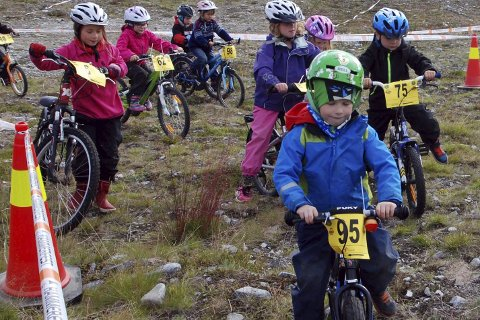 IVRIGE: I klassen fem til sju år ga alle jernet under fjorårets ritt. Nå er barna klar for en ny sykkelfest. Foto: Trond Ivar Lunga
