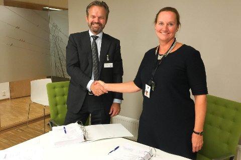 For strekningenn fra Reisadalen til Skillemoen i Alta har Statnett signert kontrakt med norske Eltel Networks. De vil starte opp arbeidet neste år, mot sommeren.  Det var administrerende direktør i Eltel Networks, Anders Hauglie-Hansen, som signerte på vegne av selskapet. Elisabeth Vike Vardheim, konserndirektør for bygg og anlegg signerte på vegne av Statnett.