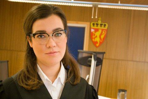 AKTOR: Politifullmektig Karoline Gjønnes Johansen er aktor i saken. 18-åringen og 10-åringen skal ha fått kontakt på Instagram. Arkivfoto: Vanja Skotnes