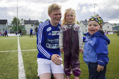 FAMILIEMANN: Eivind Braaten Blix har prioritert familien denne sesongen. Her er han avbildet med barna Anders Stabel-Blix og Tobias Stabel-Blix under forrige sesong.