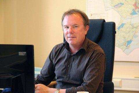 Tidligere Nordkapp-rådmann, Charles Hansen, er én av 12 søkere til stillingen som assisterende nærings- og nordområdesjef i Finnmark fylkeskommune.