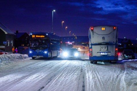 Bussjåførbytte i Vestre-Jakobselv, torsdag morgen.