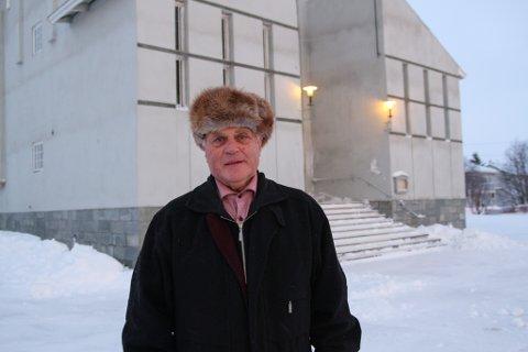 PÅ PROSTEJAKT: Fungerende prost, Hans Erik Holm, forteller at de tilbydde prostestillingen til en aktuell kandidat. Det at de ikke hadde en bolig å tilby bidro til at hun valgte å takke nei.