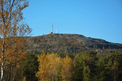 PÅ TOPPTUR: Komsatoppen er et populært turmål for mange. Toppen ligger like ved Alta rådhus og brannstasjonen.